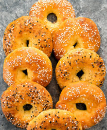 picture of multiple low carb bagels
