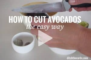 How to cut avocados - the easy way. This is genius, simply the best kitchen trick ever. | ditchthecarbs.com