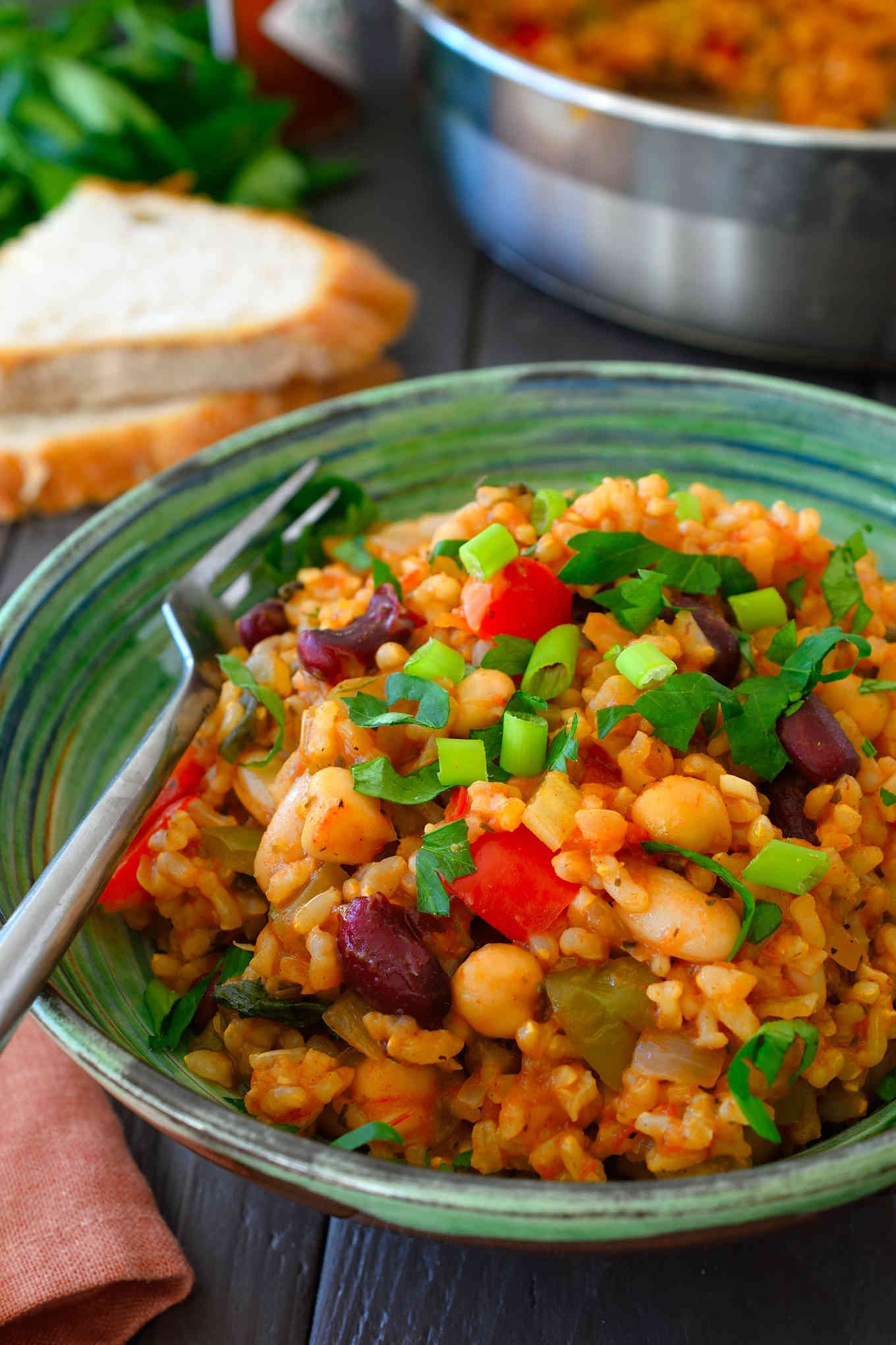 This vegan jambalaya recipe is super easy to make with basic pantry staples. Tomato-y rice flavoured with loads of herbs and spices and bulked up with celery, peppers and a selection of mixed beans make a hearty, warming and filling quick weeknight lunch or dinner.